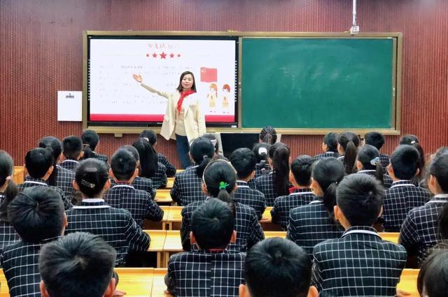 """红领巾的意义,漯河育才学校:学队史明使命,""""致敬红领巾""""主题队课开讲啦"""