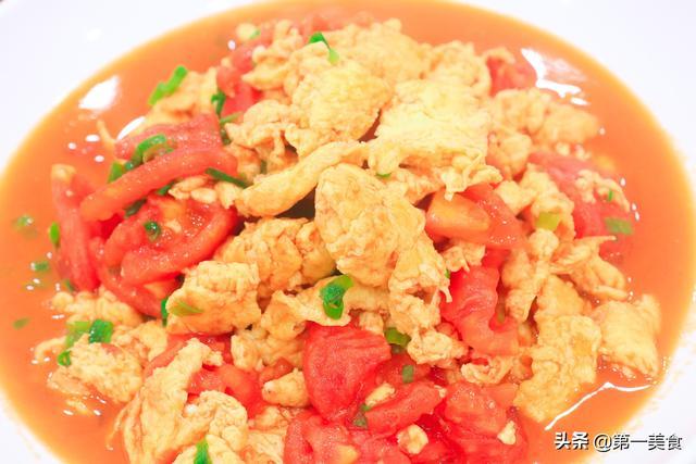 西红柿炒鸡蛋的做法,大厨教你西红柿炒鸡蛋的经典做法,鸡蛋鲜嫩不老,最大众的家常菜