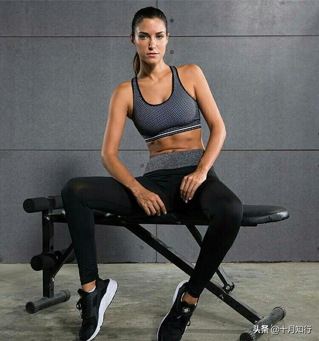 肚子的吃法,久坐会导致肚子变大?6个坐姿练腹动作,避免久坐让腹部线条更美