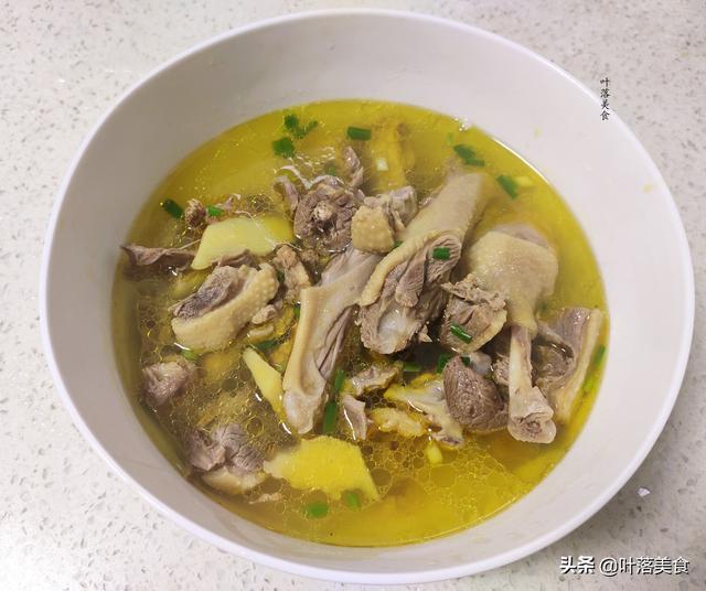 老鸭汤的做法,老鸭汤这样做才不浪费好食材,汤鲜味美好营养,鸭肉紧实入口鲜香