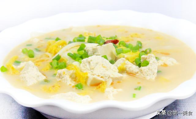 白菜炖豆腐的做法,白菜炖豆腐,不要直接炖!教你用2个诀窍1种酱,汤浓香,菜入味