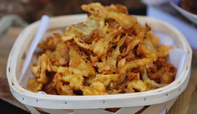 干炸蘑菇的做法,做干炸蘑菇,最忌挂糊直接下锅炸,学会正确做法,口感香酥脆