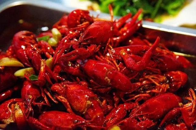 小龙虾的做法大全,【滋味】小龙虾的三种美味做法,宅在家也能一展厨艺!