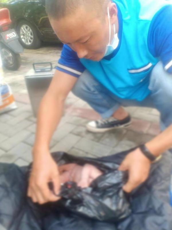 一个婴儿,揪心丨宁夏一个婴儿被放垃圾桶,被发现时头上有血渍