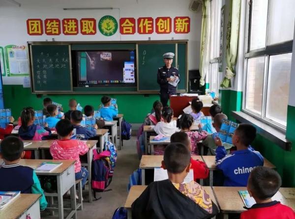 开学第一课图片,开学第一课:小手牵大手 文明交通一起守