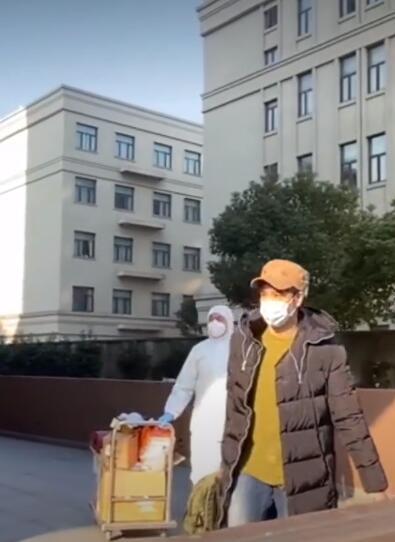 王力宏在上海华漕解除隔离,一段小视频带给人冬天里的温暖