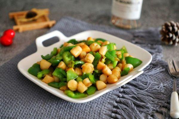 扇贝的吃法,大厨教你这么做青椒炒扇贝柱,营养又好吃