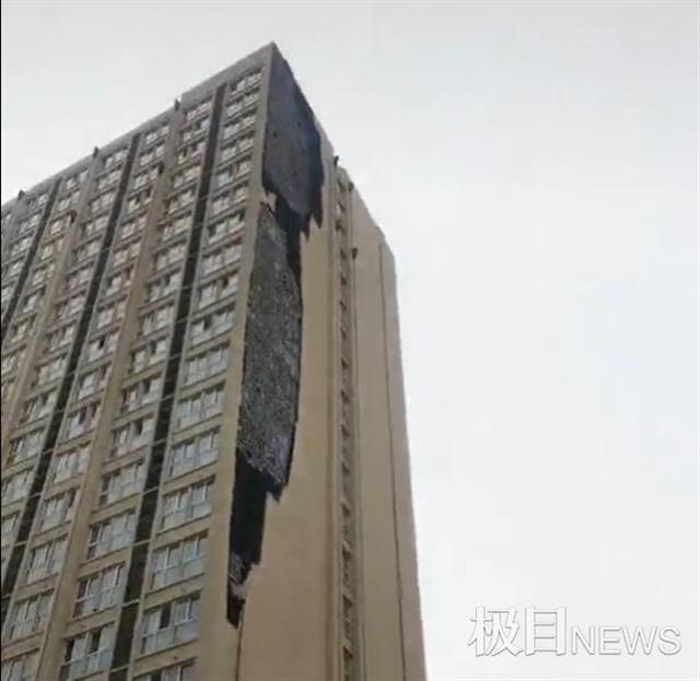 郑州中牟一小区外墙大面积脱落,楼下十多辆车被砸坏 全球新闻风头榜 第1张
