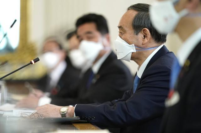 释放什么信息?访美的菅义伟戴了印有美日国旗的口罩,拜登会谈时戴双层口罩 全球新闻风头榜 第6张