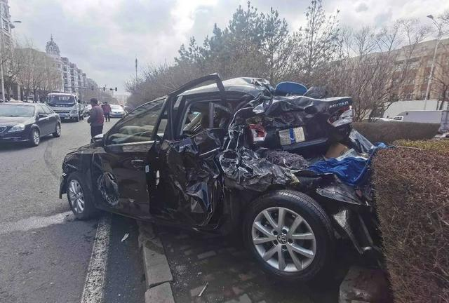 突发!哈尔滨一大货车连撞21车,车祸现场长达1.5公里…… 全球新闻风头榜 第4张