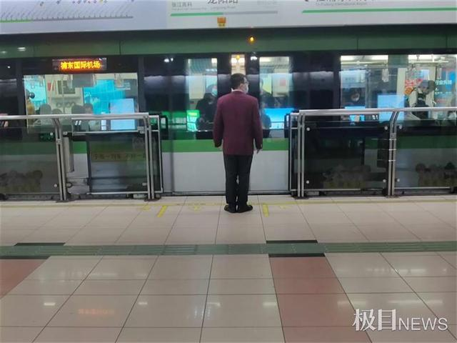 上海一男子翻越站台安全门被夹不治身亡,极目记者实探现场 全球新闻风头榜 第1张