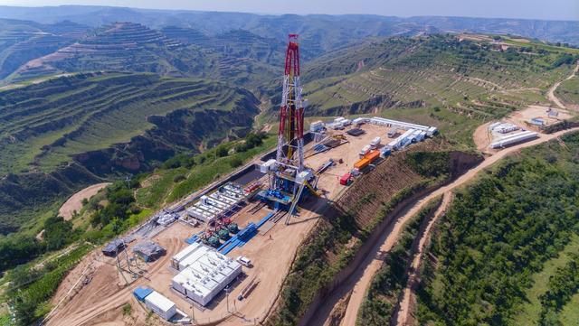 页岩油勘探重大突破!中石油探明国内首个超10亿吨级大油田