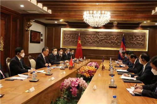 王毅同柬埔寨副首相兼外交大臣布拉索昆举行会谈 全球新闻风头榜 第2张