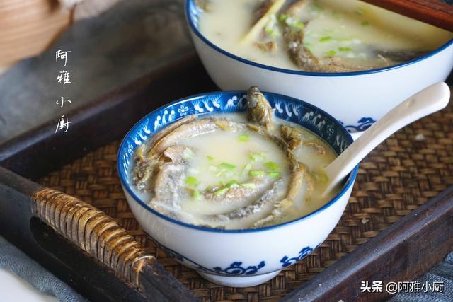 """泥鳅汤的做法,明日大暑,不吃肉也要喝这汤,十块钱煮一锅,被称作""""水中人参"""""""