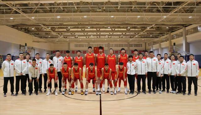 官宣!亚预赛再次延期,中国男篮停训休整,杜锋有望迎来最强阵容