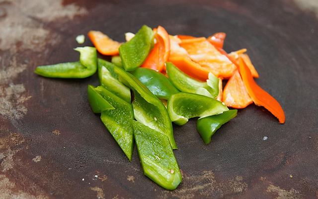 肥肠的吃法,年夜饭上最受欢迎的热菜,溜肥肠,口味正宗,肥而不腻,下酒下饭