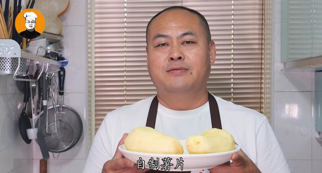 薯片的做法,想吃薯片教你在家做,2块钱能做一大盘,又香又脆,比买的还好吃