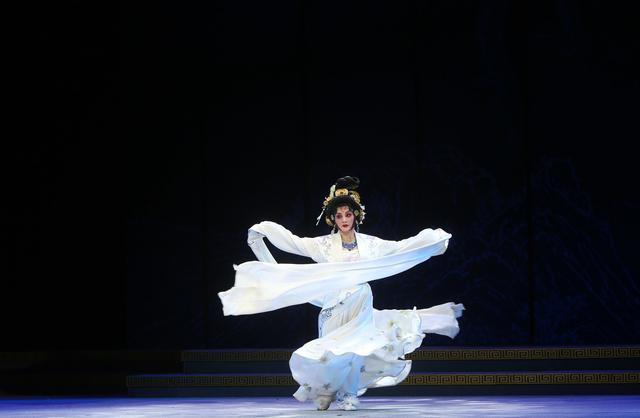 杨贵妃的诗,女神节说女神:唐代超级大网红杨贵妃诗词品味