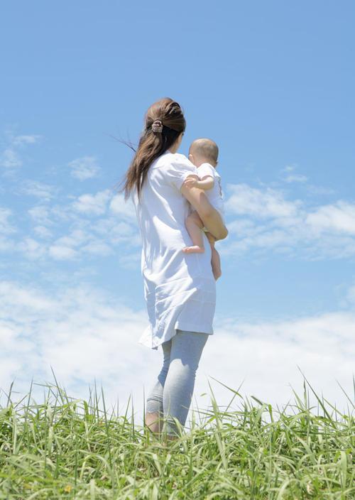 婴儿拉绿屎,宝宝拉绿便便是什么原因呢?