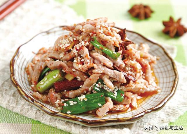 香辣肉丝的做法,肉丝怎么炒最下饭?我这个做法,鲜辣爽口,嫩滑入味,一盘不够吃