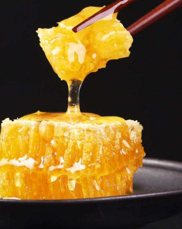蜂巢的吃法,现在流行吃蜂巢!站着吃,嚼着吃,混搭吃,怎么吃都好吃