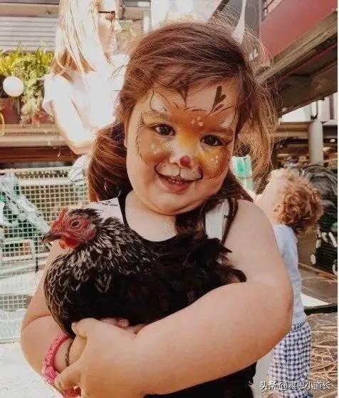 小雅思,偷拍女儿100张丑照,10万网友狂点赞:真的善于抓住鸡会