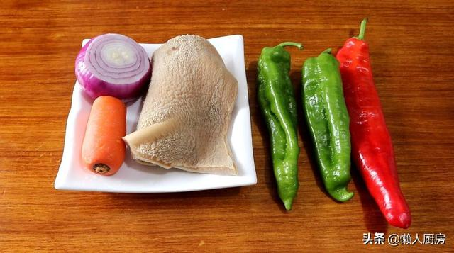 牛肚的做法大全,花21元买了3两牛肚,搭配青红椒炒了一大盘家常菜,下饭又好吃