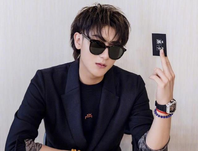 黄子韬图片,韩国网友嫌黄子韬丑,不够资格做IU老公,粉丝晒帅照证明是美男