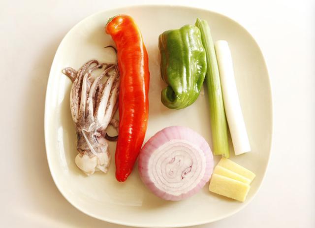 鱿鱼须的做法,厨师长教你爆炒鱿鱼须的家常做法,学会了年夜饭待客不愁菜谱!