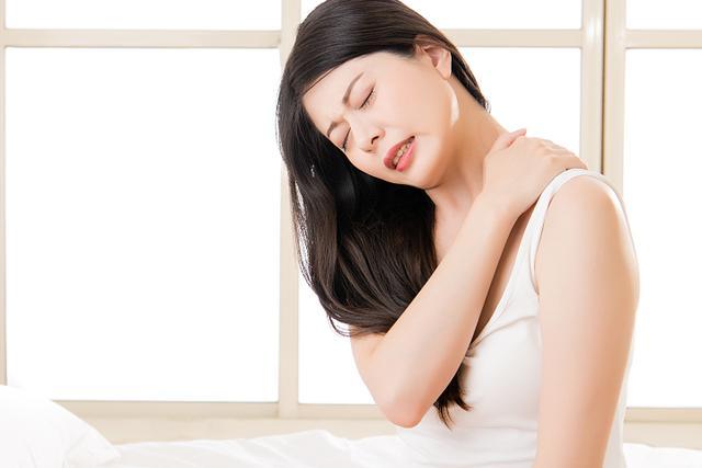 落枕了怎么快速好起来,睡觉落枕怎么办?学会这几个方法,快速缓解脖子疼痛