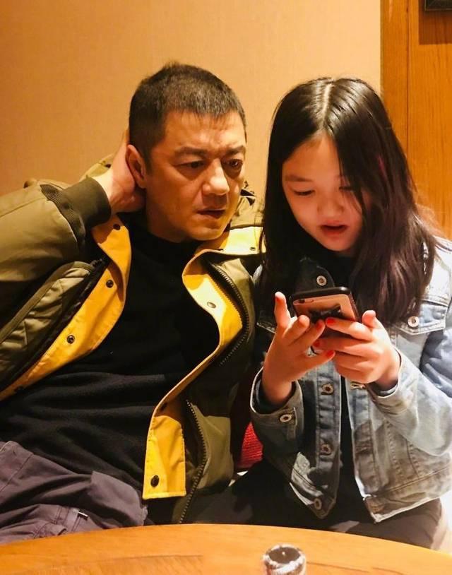 王菲晒旧照为小女儿庆生,大露香肩对李嫣一脸宠溺,如今鲜少同框 全球新闻风头榜 第4张