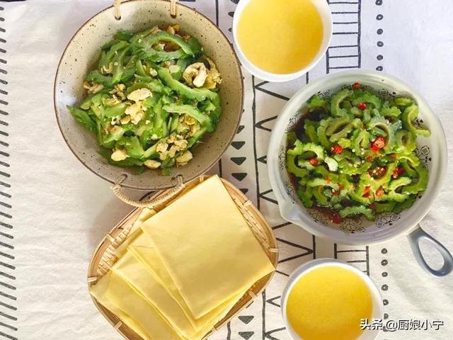 苦瓜的做法,苦瓜的2种好吃做法,保留营养,颜色翠绿不发苦,上桌孩子抢着吃