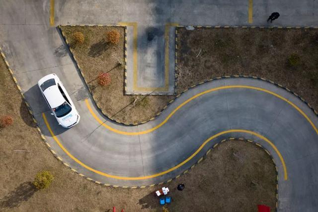 科目二s弯道技巧,科目二曲线行驶,简单6个步骤,三个点位看好,轻松过关不挂科
