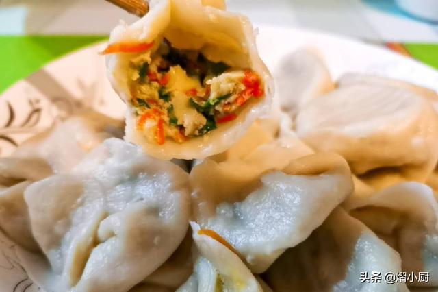 鱼肉馅饺子怎么做,鱼肉饺子馅怎样做才鲜香多汁?学会这3招,好吃得让你停不住嘴