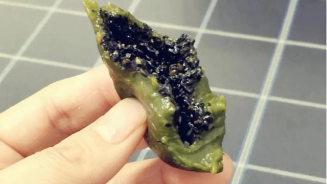 清明菜粑粑的做法,做清明粑粑,放糯米是不够的,多加两物,不塌不硬,口感软糯Q弹