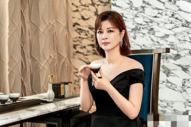 杨紫和张艺兴被疑恋爱,被杜华点赞,杨紫被曝与男方录节目显亲密 全球新闻风头榜 第6张