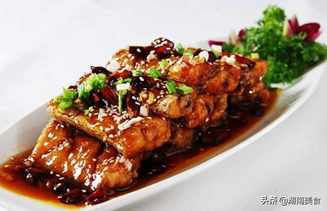 红烧带鱼的家常做法,教你红烧带鱼做法,外酥里嫩,肉质紧实不散,一口满嘴香