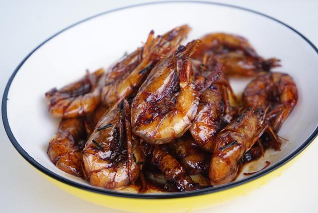 油炸大虾的做法,比米其林更勾魂!凭一份油爆虾横扫杭州的老头儿爆虾,在家也能做