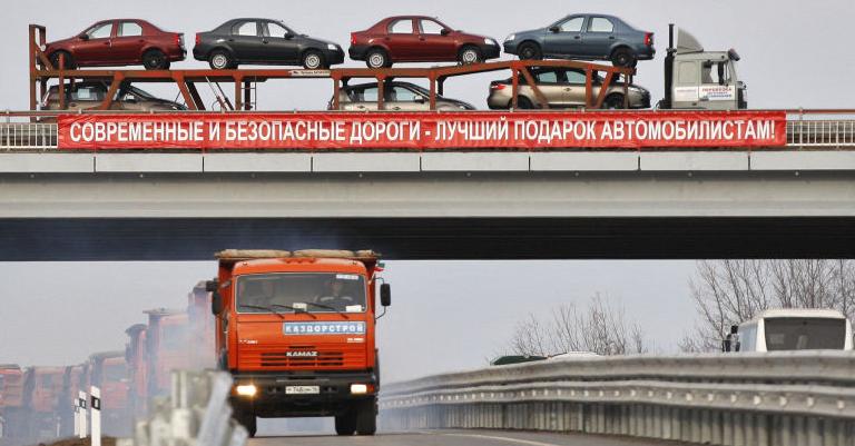 两则消息,都和中国息息相关。 第一条消息,俄罗斯央行网站的数据显示,2020年第四季度,俄罗斯对中国出口结算中的欧元比例达到83.3%,较2019年同期(44.2%)翻了近一番;美元比例则从2019年