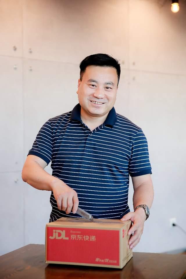 京东物流上市敲锣人:中国最早一批网购者,一路见证京东物流成长