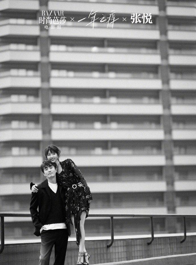 毛晓彤杨玏情侣拍照模版来了!养鱼cp牵手深情相望 甜蜜如真情侣