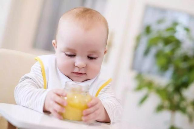 专业育婴师教您如何训练宝宝抓握能力