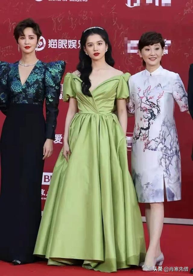 这届红毯,丑出了新高度,杨颖选择了一件很多人穿过的礼服
