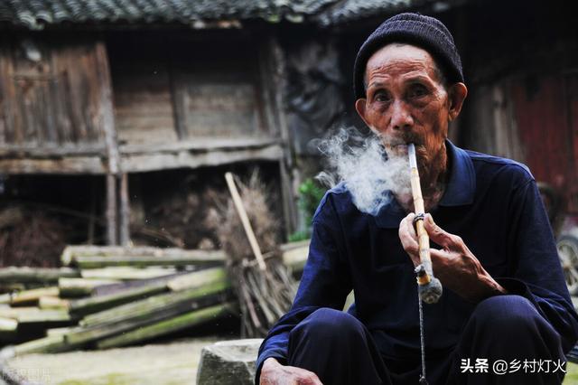 农村的老人应该如何养老?如果一次性补交养老保险需要交多少钱?