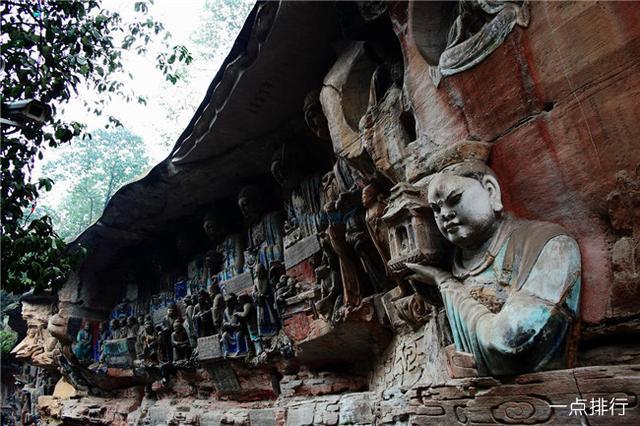 重庆十大必去旅游景点,大足石刻石窟多达76处,造像多达6万余躯,整个让人看起来十分的震撼