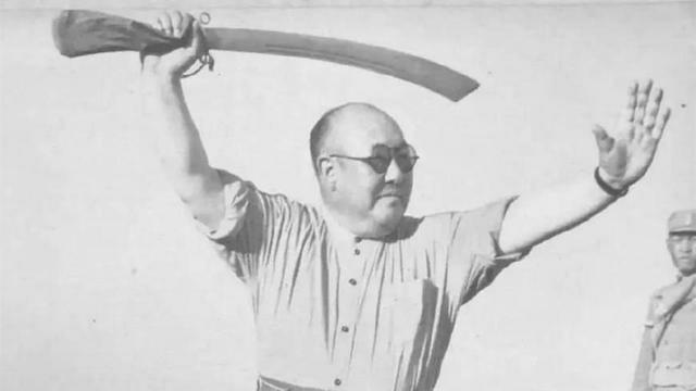 肖刚儿子被抓:马鸿逵晚年:被儿子起诉后卧床不起,面对中国方向念叨:我想回家