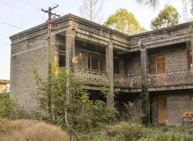 """四川有座""""废弃""""的小镇,曾经辉煌一时,如今被改造为文旅小镇"""