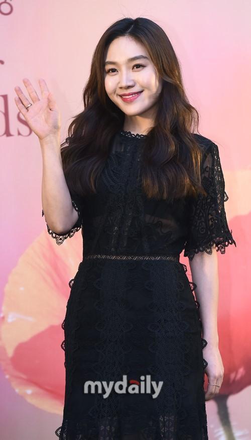 [MD PHOTO] 金圭丽柳承龙等韩国艺人出席野花电影颁奖礼