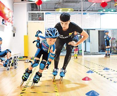 """""""适者生存""""!港媒:中国哺养新政策让体育辅导班火了"""