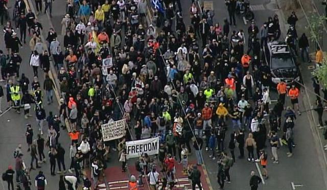 """雪上加霜!墨尔本爆发反对""""封城""""游行:多数示威者未戴口罩"""